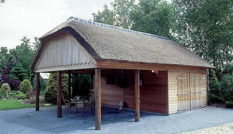Tuinhuis met rieten dak